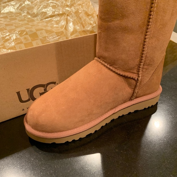 c5c257b9dca NEW Classic Tall Chestnut UGG Boots Size 7 NWT
